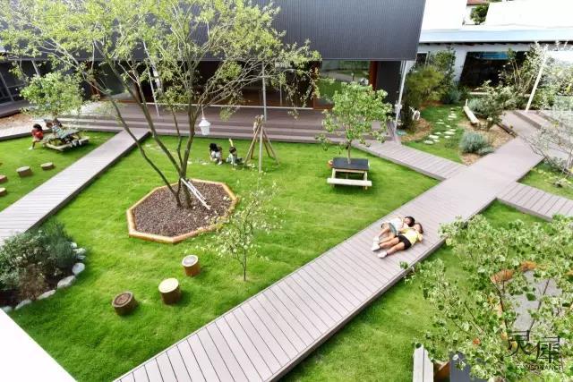 茨城县幼儿园用自然材料建造的庭院图片