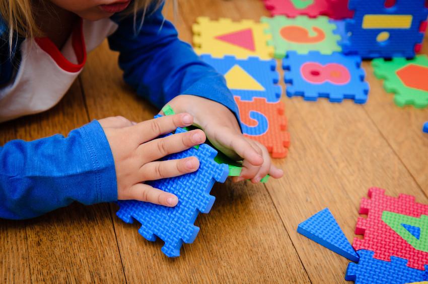 小步在家早教推出小月龄课程,为2-6月婴儿家长提供互动支持