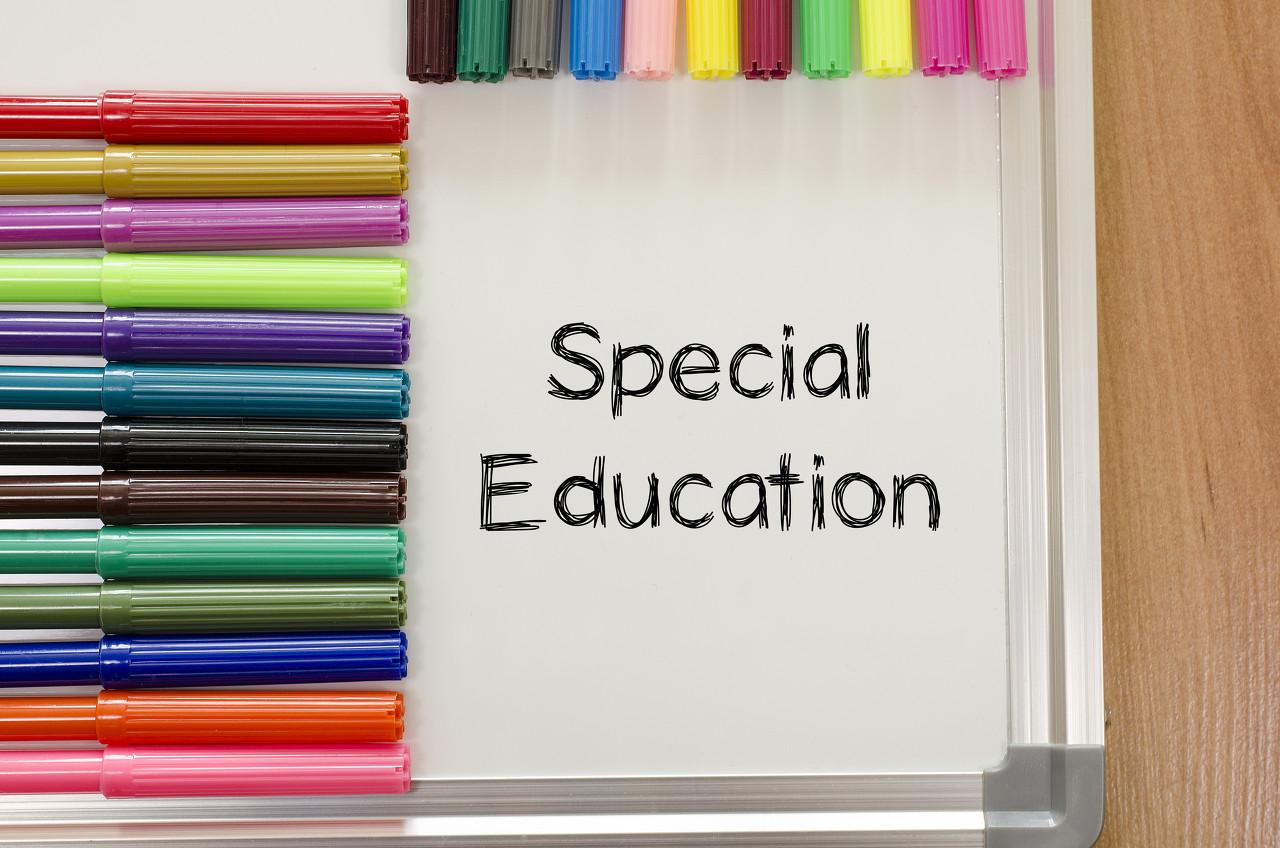 """开学8天被学校""""劝退"""",哪所学校能成特殊儿童""""容身之所""""?"""
