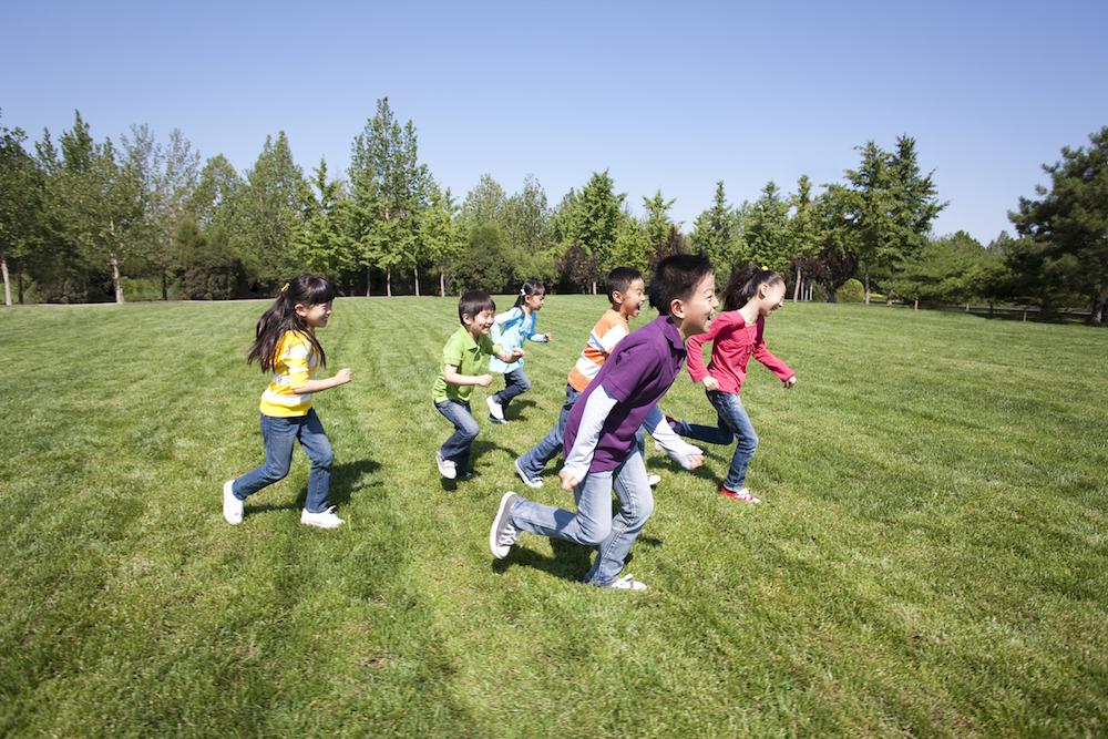 国务院印发中国儿童发展纲要,小学生近视率要降至38%以下